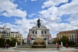 Teatro de Madrid (behind statue)